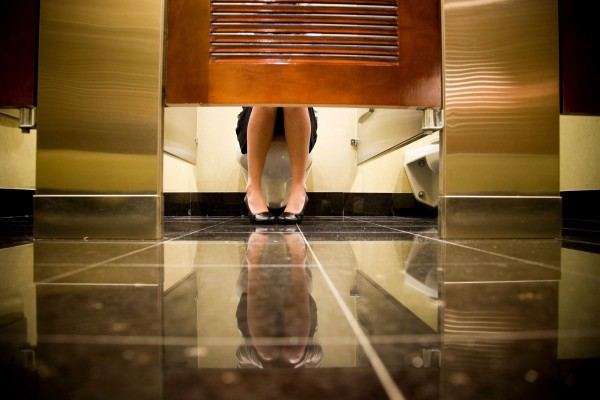 Sudah Tahu Mengapa Toilet Bagian Bawahnya Sedikit Terbuka ?