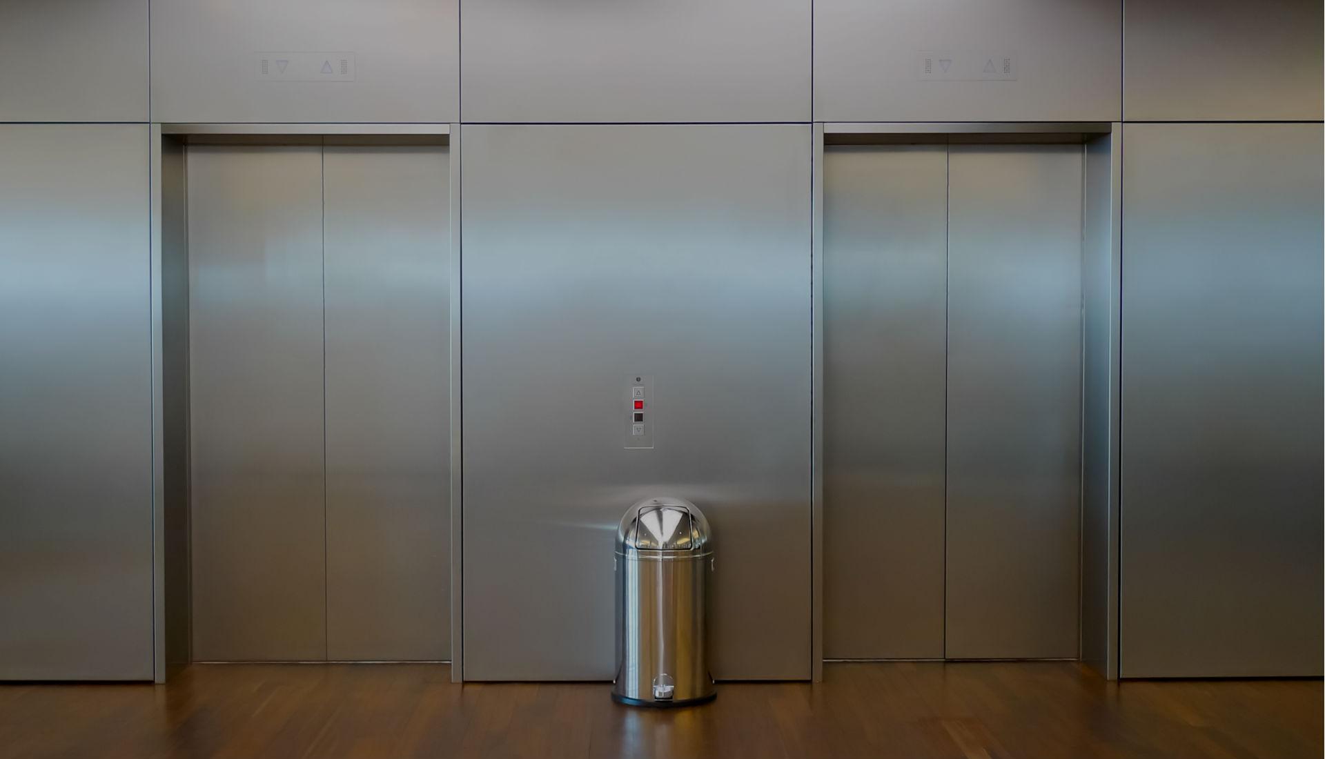 Fakta: Tombol Close Pada Lift Ternyata Tipuan